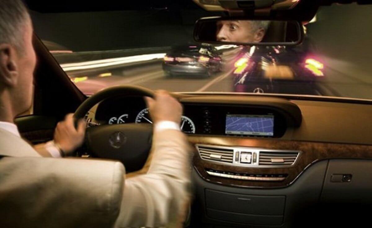 Аккуратно водить автомобиль